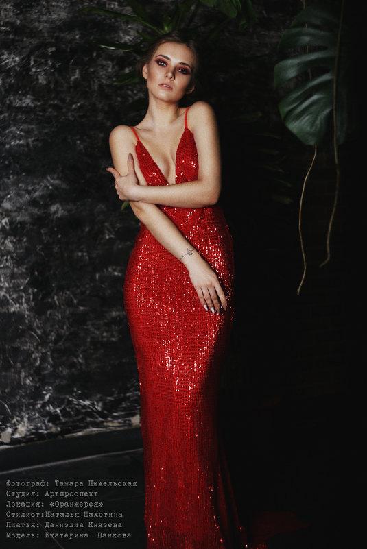 ledy in red - Тамара Нижельская