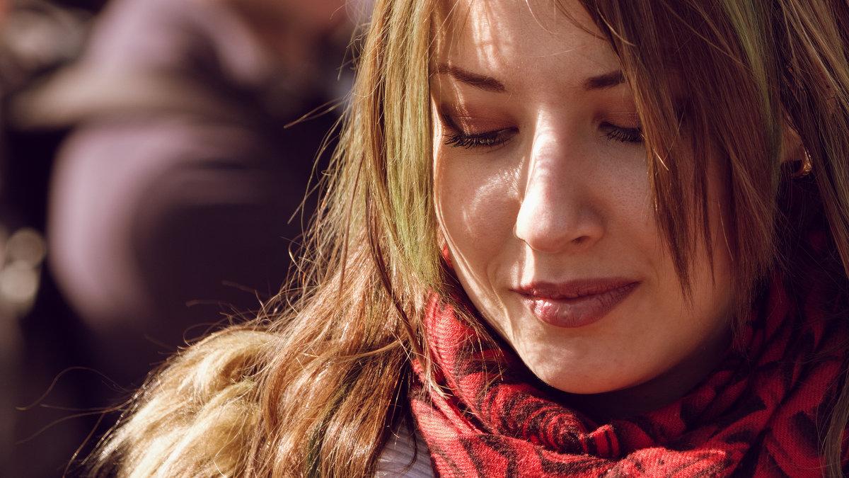 В красном шарфе - Андрей Бондаренко