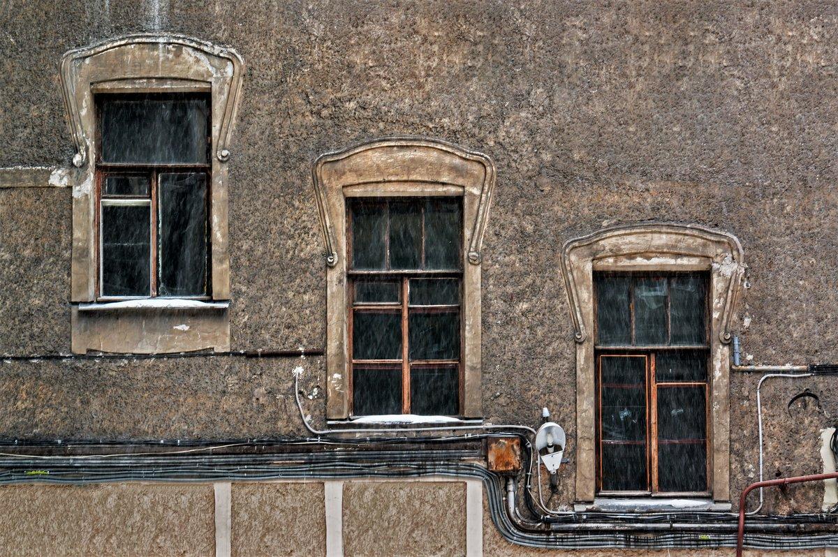Три окна во двор - Eugene *