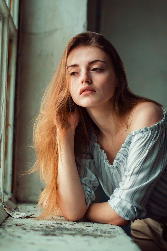 У окна - Ольга Широковская