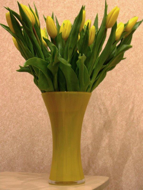 Букет желтых тюльпанов - Сергей Карачин