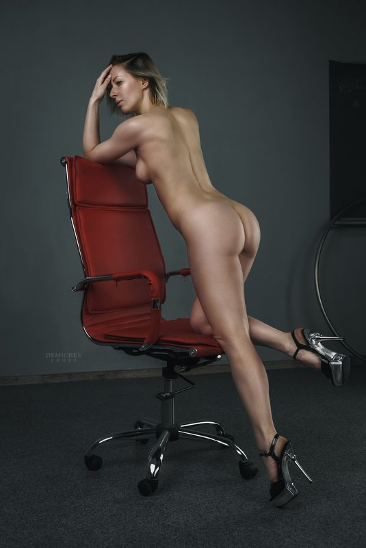 Red chair - Petr Demichev