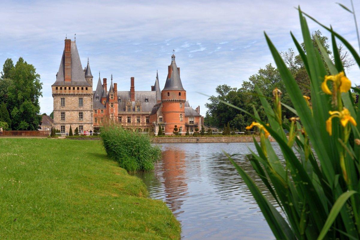 замок Мадама де Мэнтенон (2) вид с бассейна - Георгий