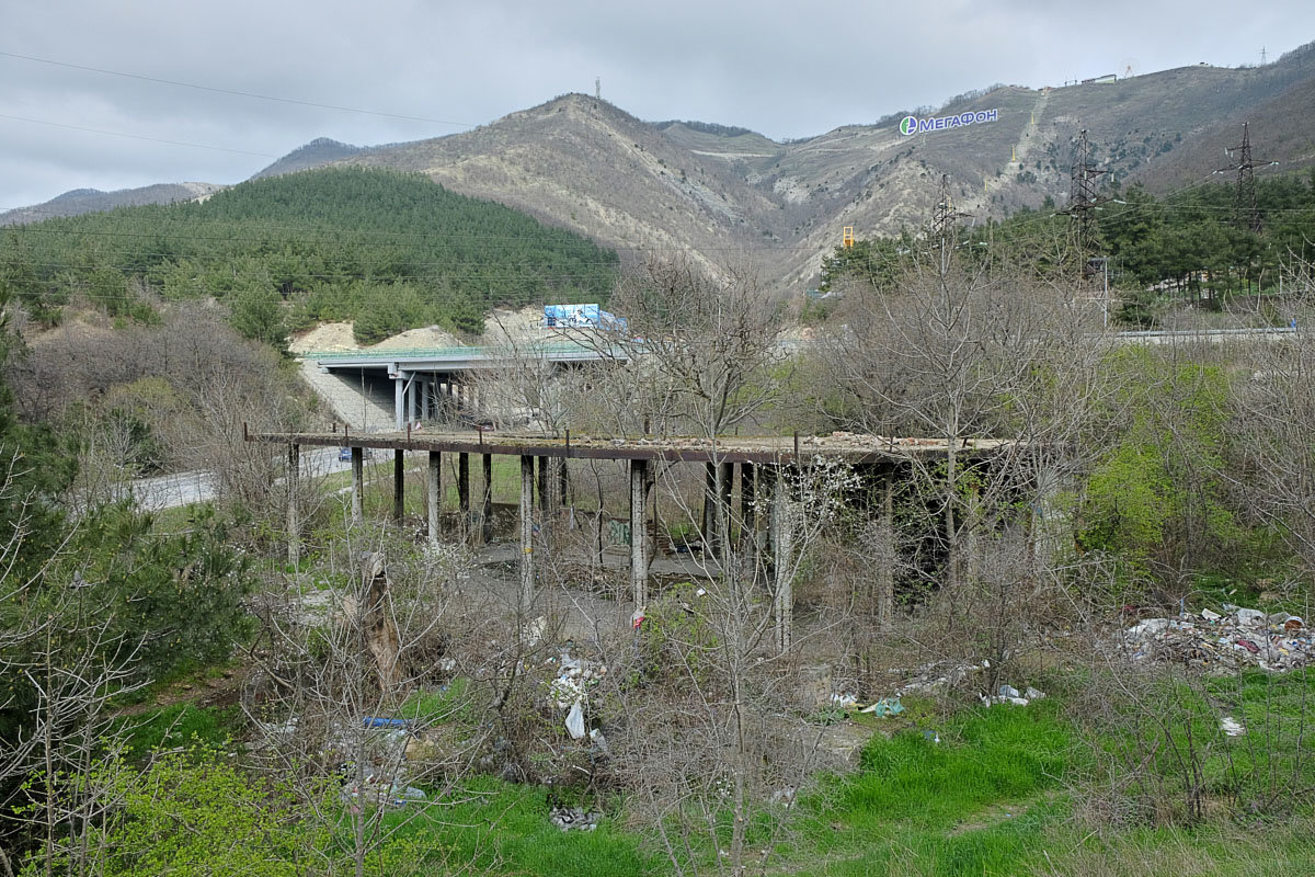 Старый мост на выездной дороге - Валерий Дворников