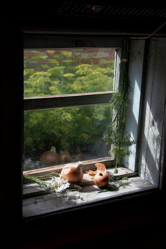 У окна - victor Lion