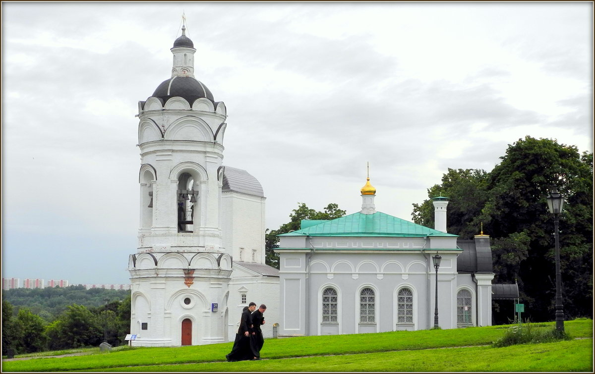 Церковь Георгия Победоносца с колокольней и трапезной - Михаил