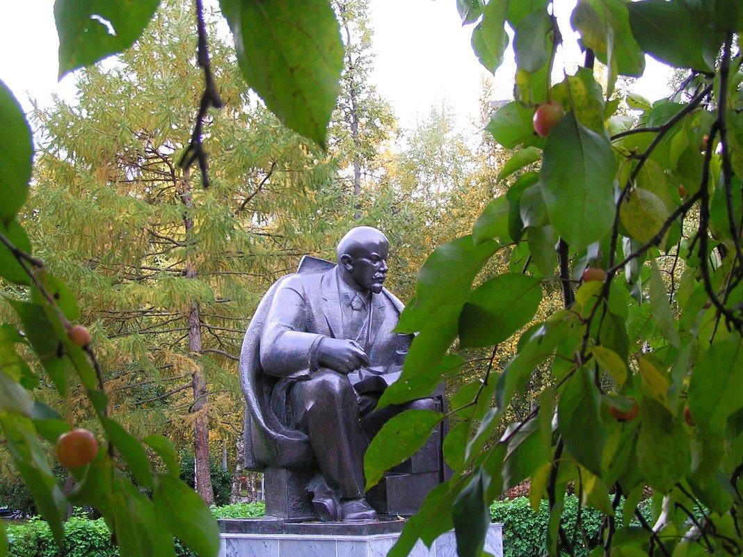Ленин в Октябре - Сергей Беличев