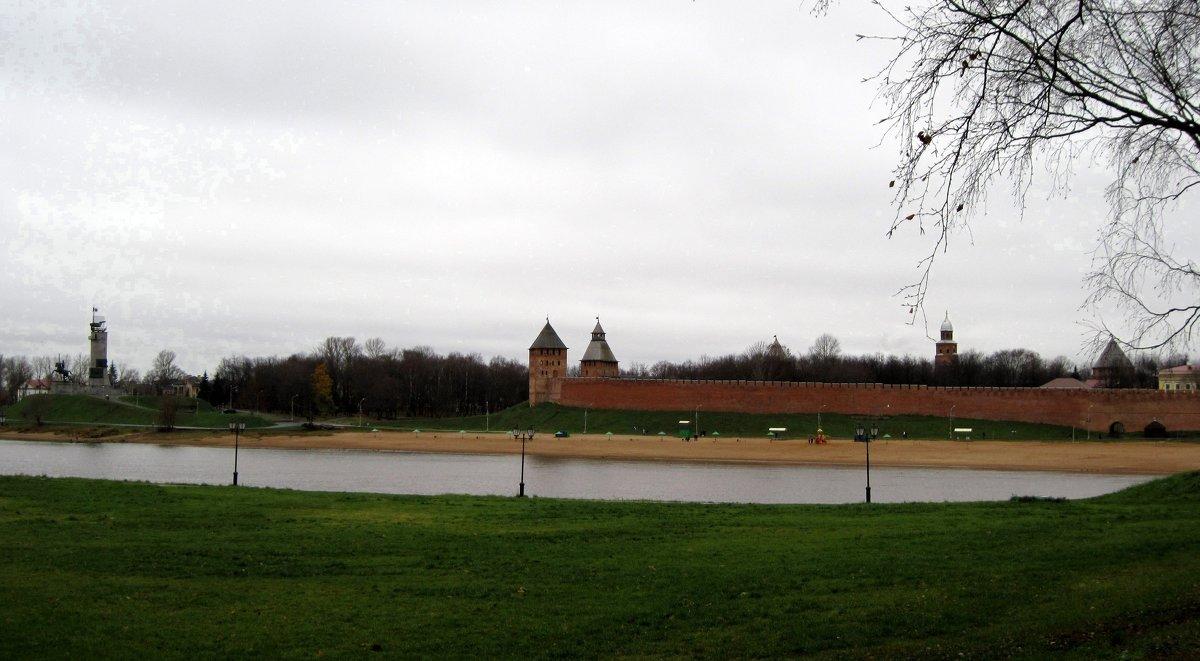 Монумент Победы и Новгородский кремль. - Ирина ***