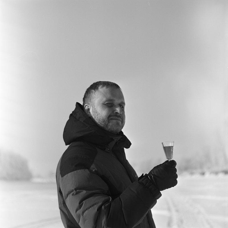 Зимний портрет с лафитником - Евгений Золотаев