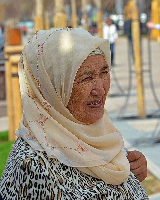 Аже, а по-русски - бабушка - Асылбек Айманов