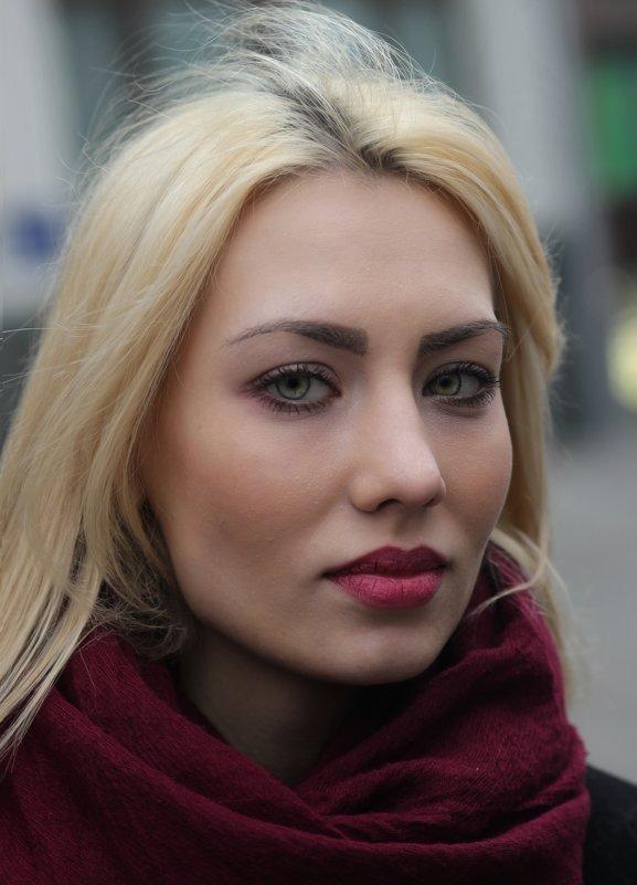 Блондинка. - Александр Бабаев