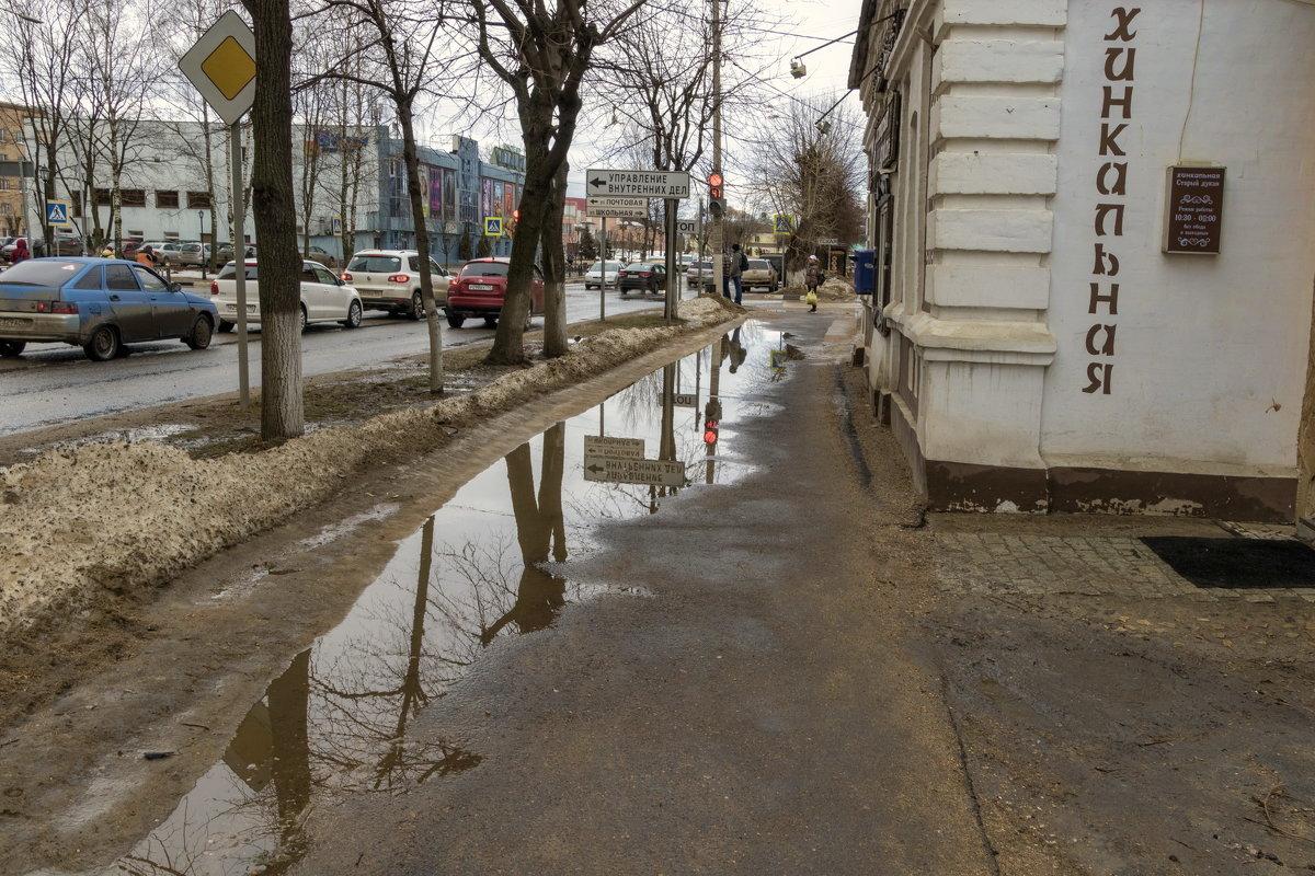 Прогулка по мокрым улицам Дмитрова. - Анатолий. Chesnavik.