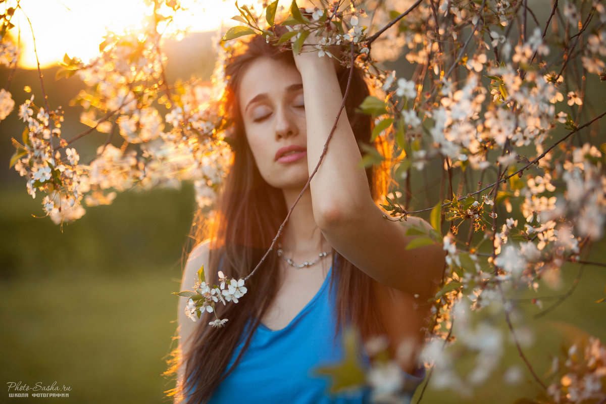 Фотосессия в цветущих садах на закате - Александр Photo-Sasha.ru