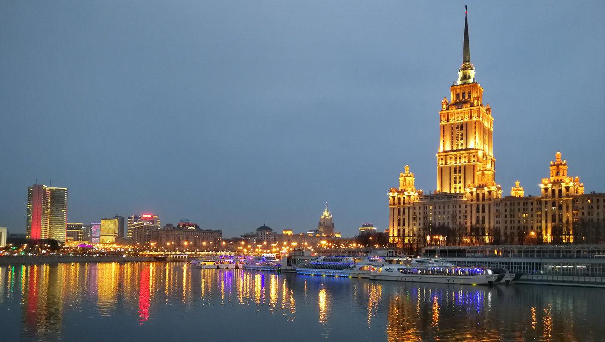 Панорама. Вечерняя Москва - Николай Бабухин