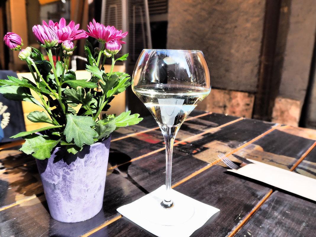 Бокал вина в Старой Риге - Swetlana V