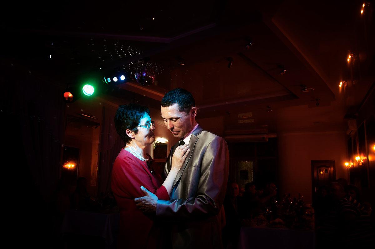 танец жениха и мамы - Настя Кругосветова