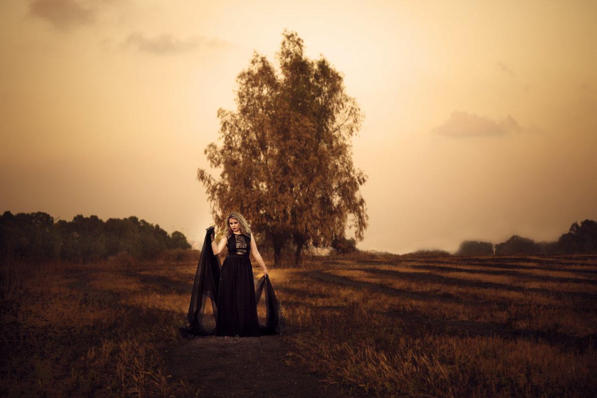 девушка в поле - Sergey