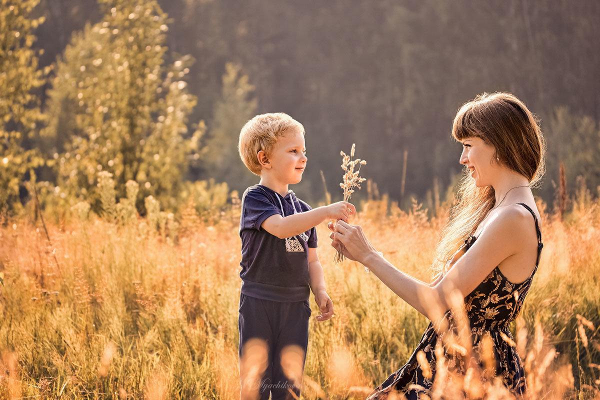 Любая травинка -это лучший подарок для мамы от любимого сынули. - Наталья Мячикова