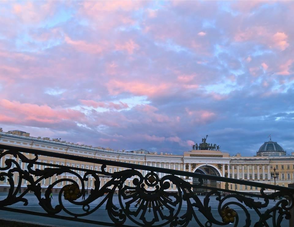 на Дворцовой вечером - Елена