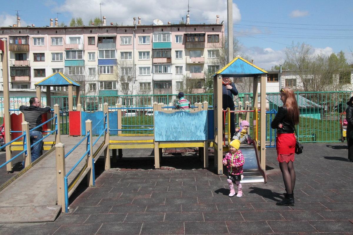 Детская площадка - Олег Афанасьевич Сергеев