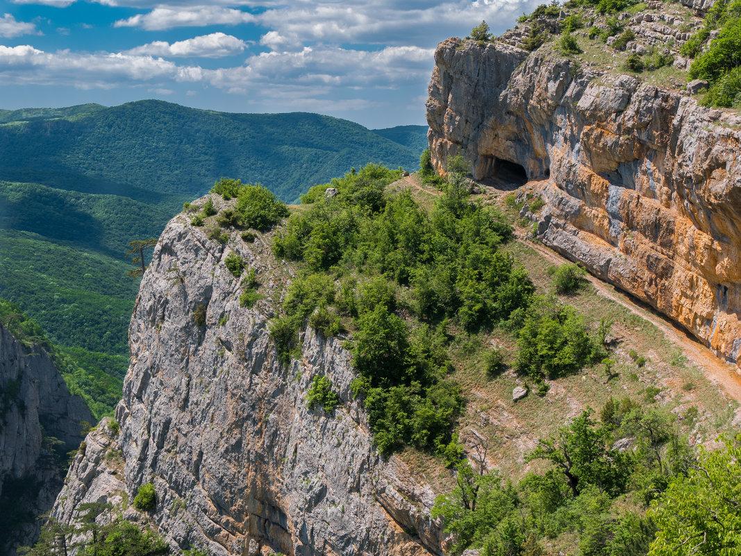 выступ горы Бойка с Коровьим гротом - Андрей Козлов