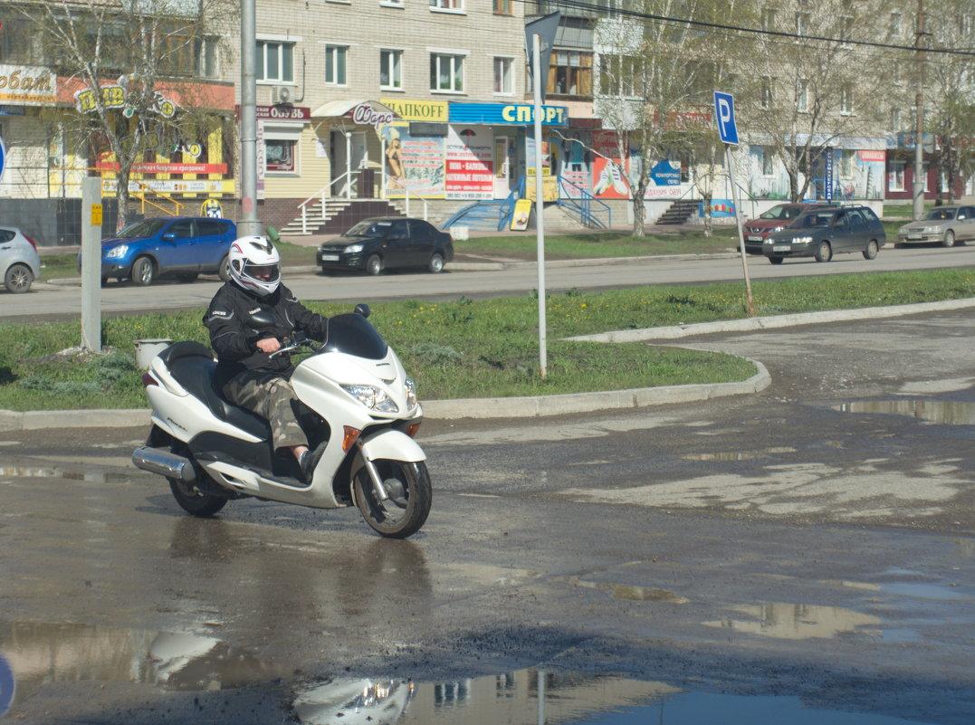 При цене бензина более 40 рублей за литр - скутер - самое то! - Михаил Полыгалов