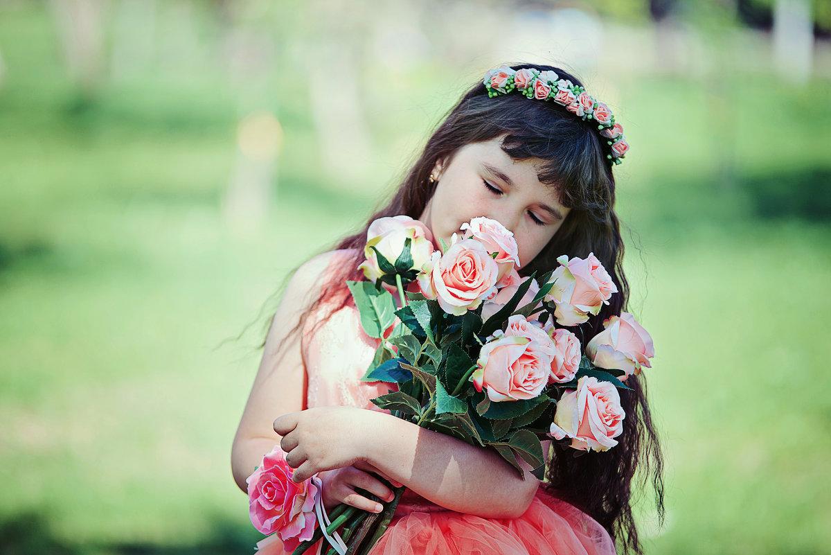 Девочка с цветами - марина алексеева