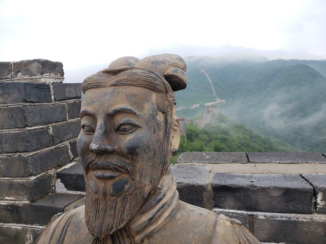 Терракотовый воин на Китайской стене - Александр