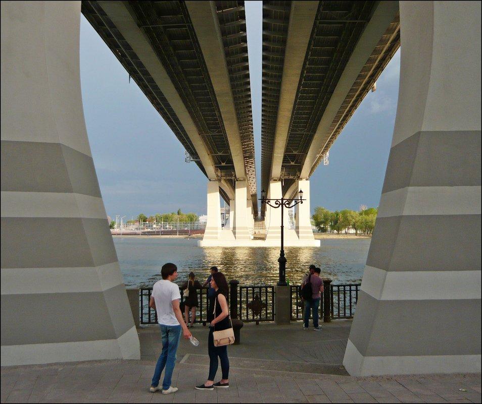 Под двумя мостами - Надежда