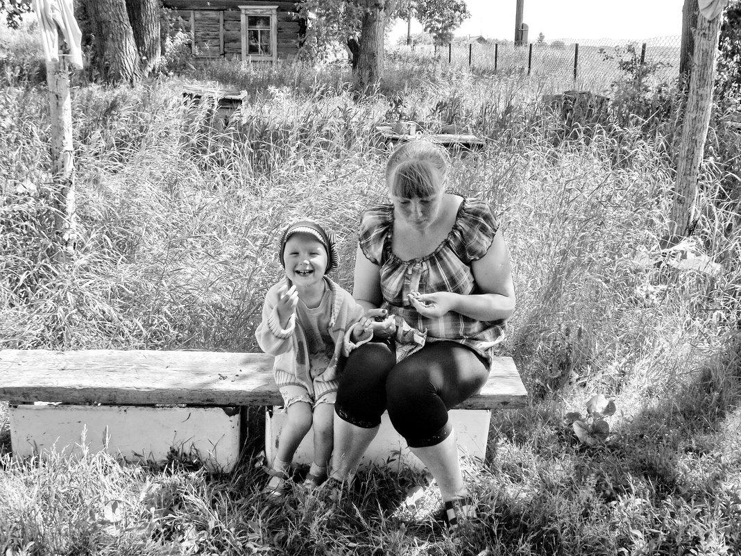 С мамой семечки плюём... - Светлана Рябова-Шатунова