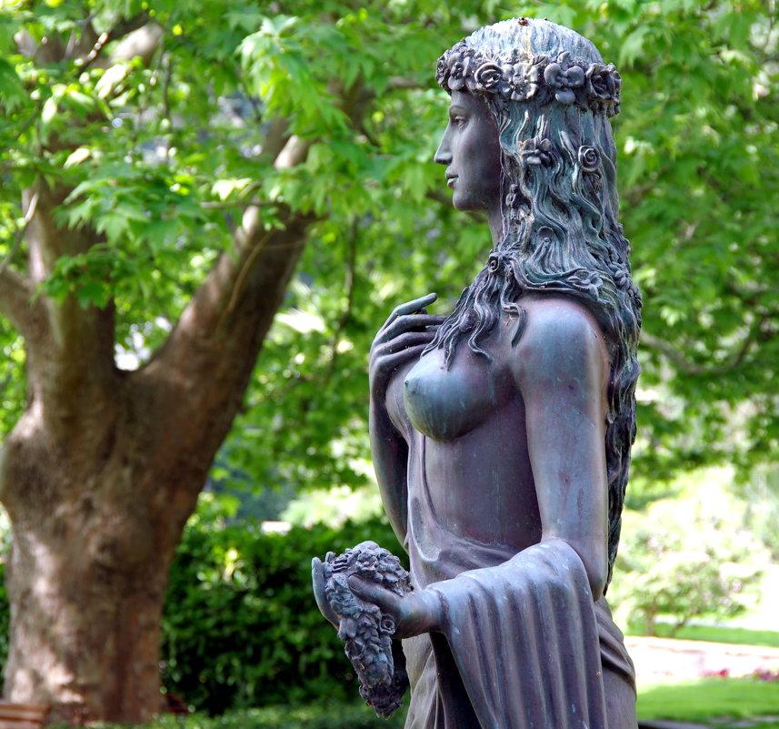 Богиня цветов и весны Флора в профиль - Валерий Новиков