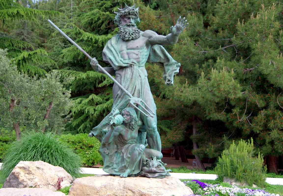 Скульптура Посейдона на набережной - Валерий Новиков