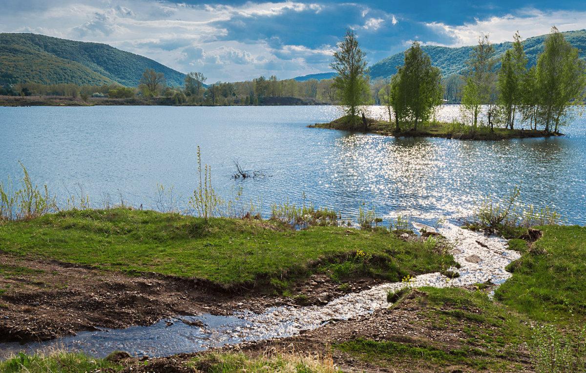 Ручей и озеро - Любовь Потеряхина
