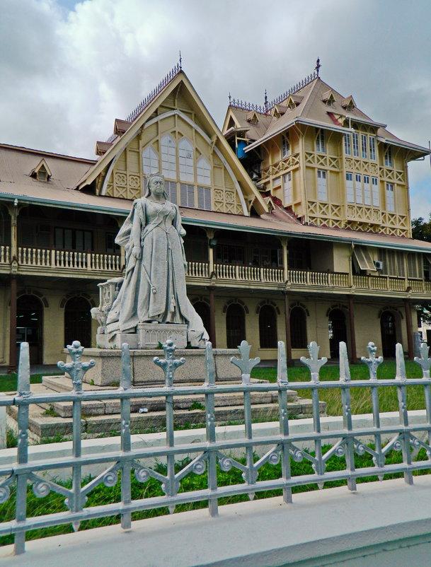 Памятник Королеве Виктории - Андрей K.