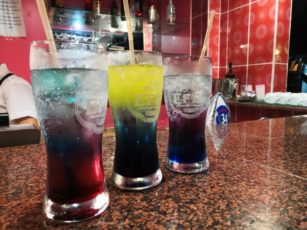 Ох уж эти коктейли.... Они сводили с ума, от них разум мутнел :-))) - Марина Щуцких