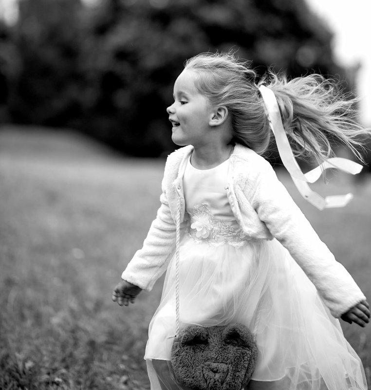 Играем в детство - Лариса Чайка