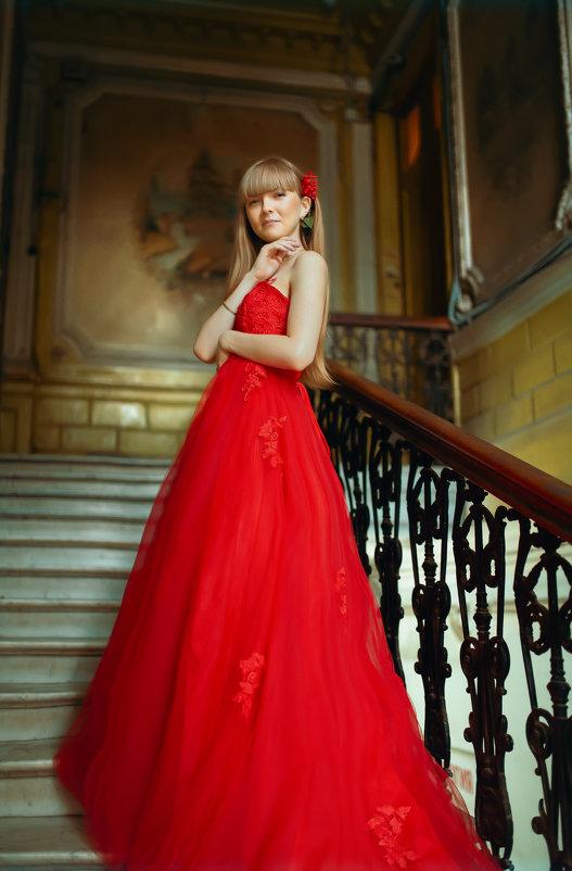 Девушка в красном платье - Елена