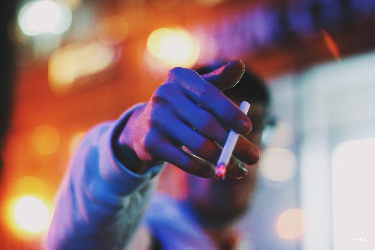 Сигарета мелькает во тьме - Мария Вишнева