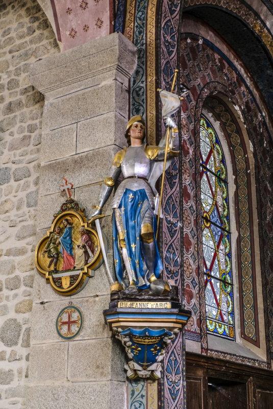 cтатуя Жанна д'Арка в церкви в деревни Крок - Георгий