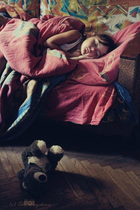 Спят усталые... - Тата Казакова