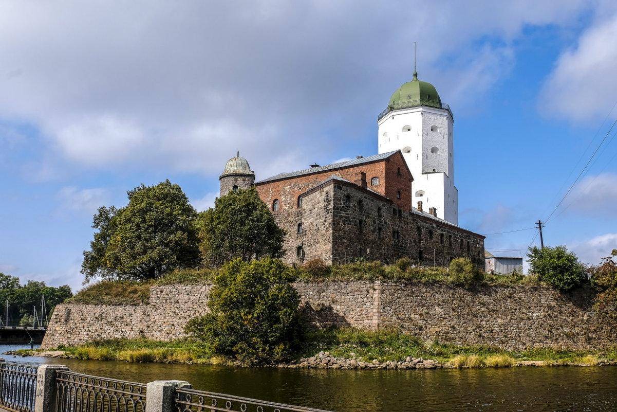 Выборгский замок днём - Георгий