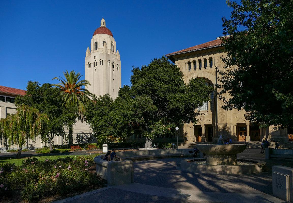 Уголок Стэнфордского Университета. Вдали Башня Г.Гувера - Юрий Поляков