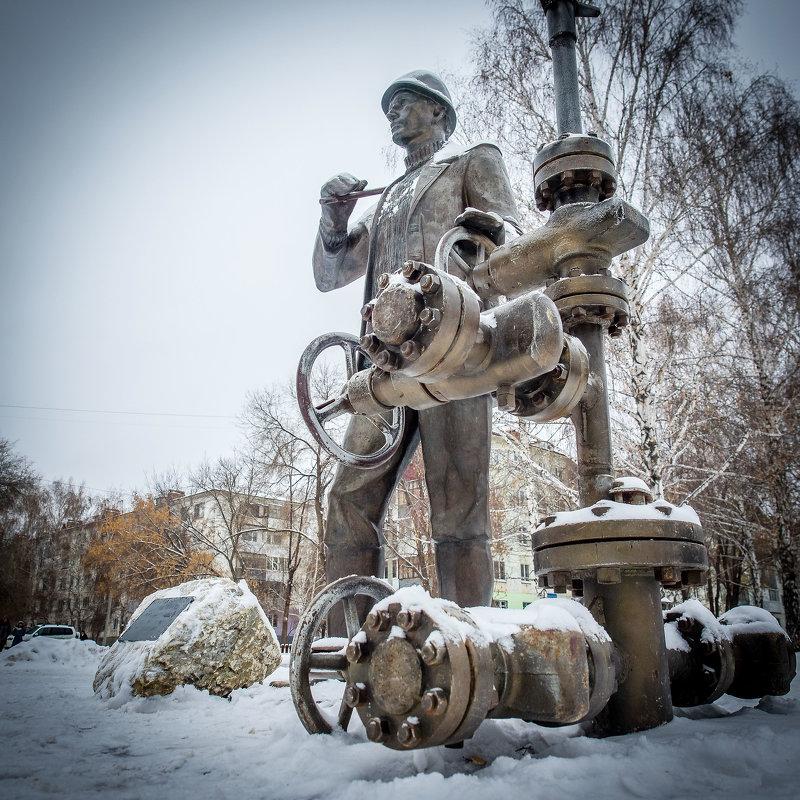 Редкий памятник рабочему человеку ☺ - Юрий Казарин