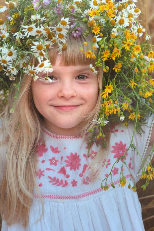 У ромашки сердце золотое , под простой рубашечкой льняной... - Анжелика Веретенникова
