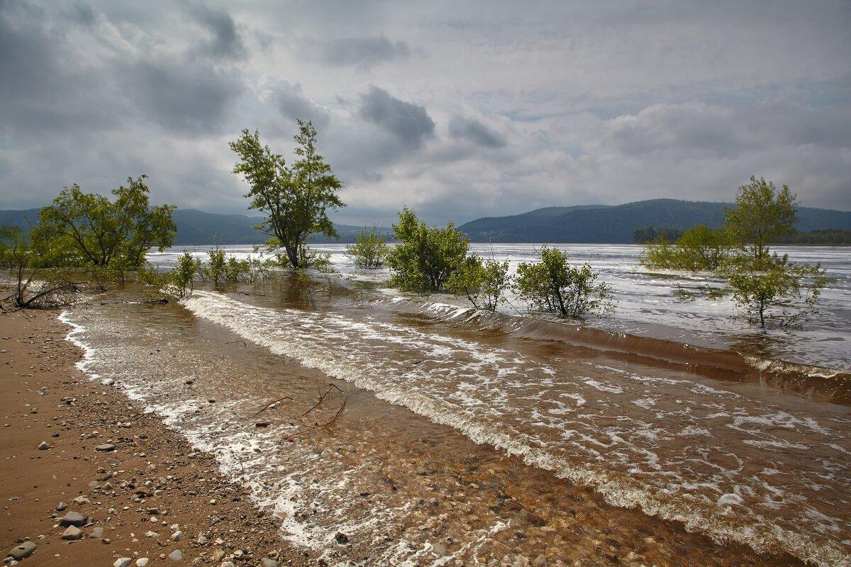 Спуск воды на ГЭС Тольятти. - Александр Лисовский