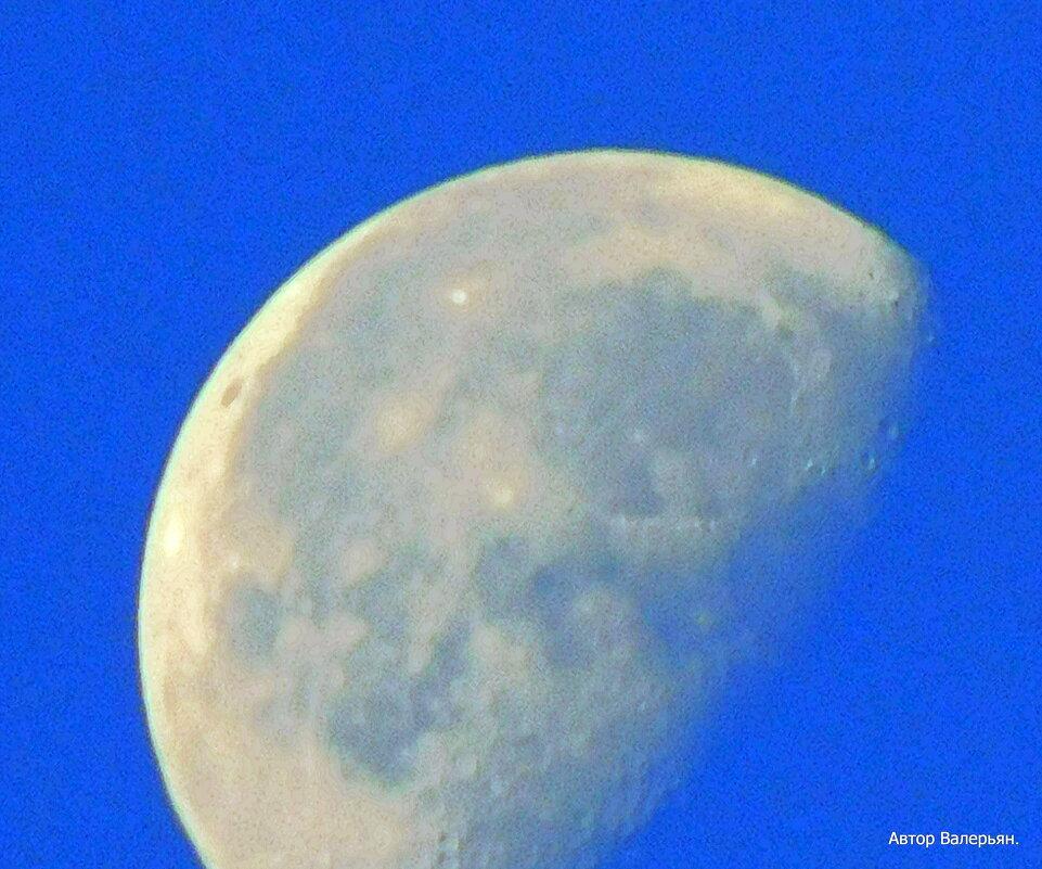 Убывающая луна в утреннем небе. - Валерьян Запорожченко