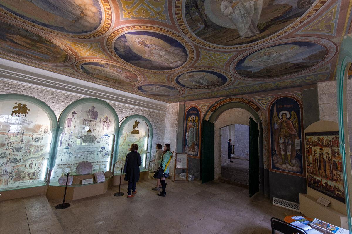 Интерьер Борисоглебской церкви. - Maxim Semenov