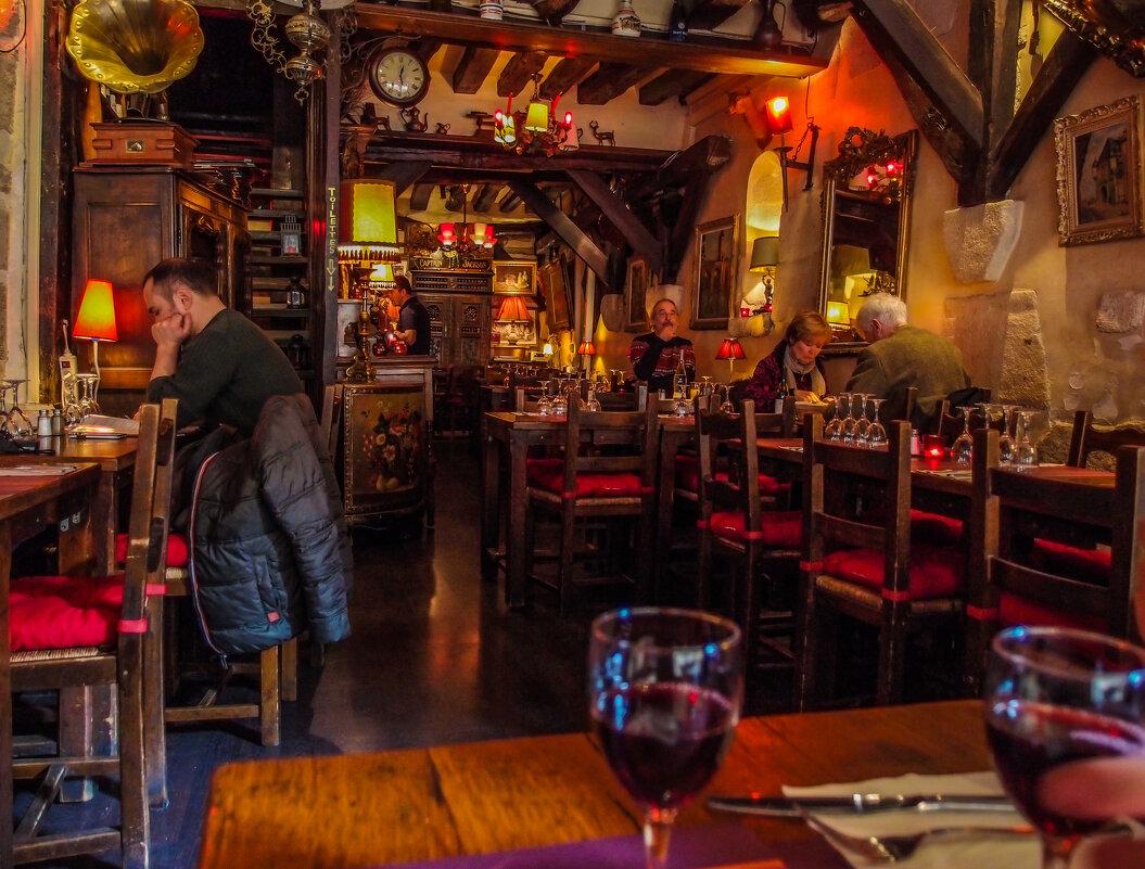 Интерьер кафе в Латинском квартале Парижа - Eldar Baykiev