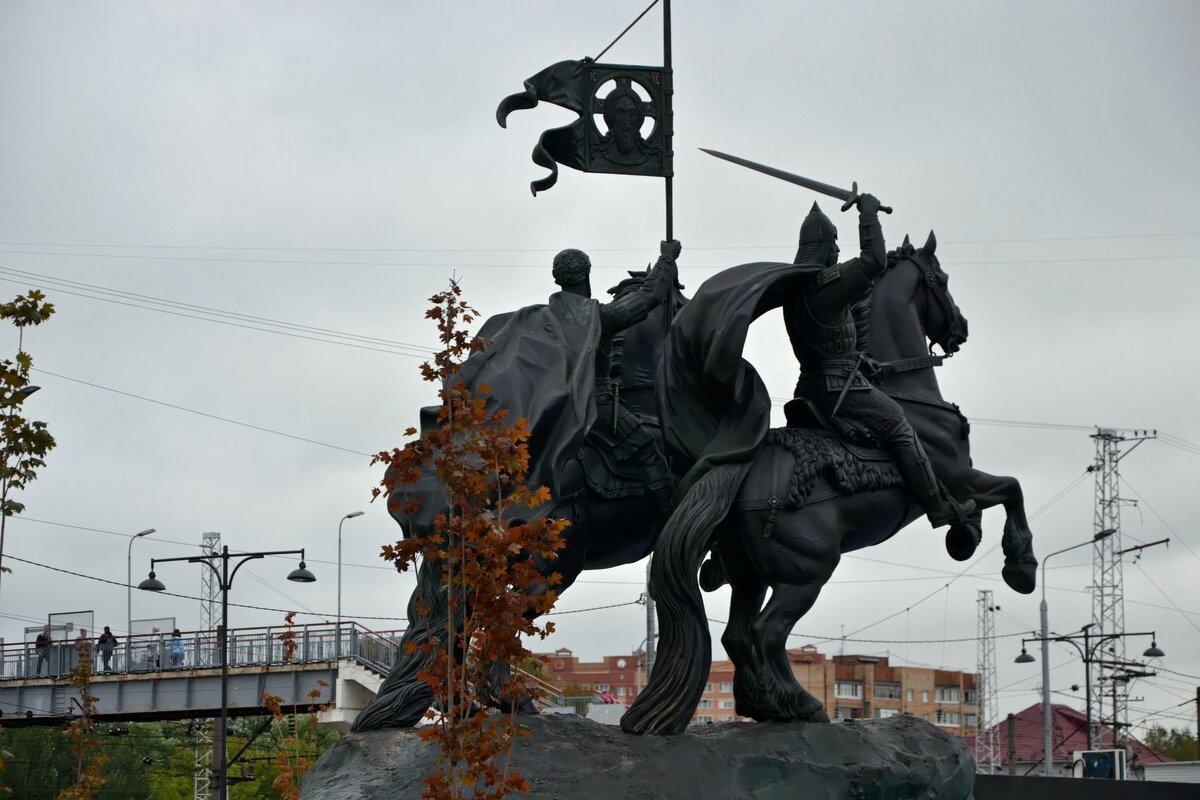 Памятниккнязьям Дмитрию Донскому и Владимиру Храброму. - Михаил Столяров