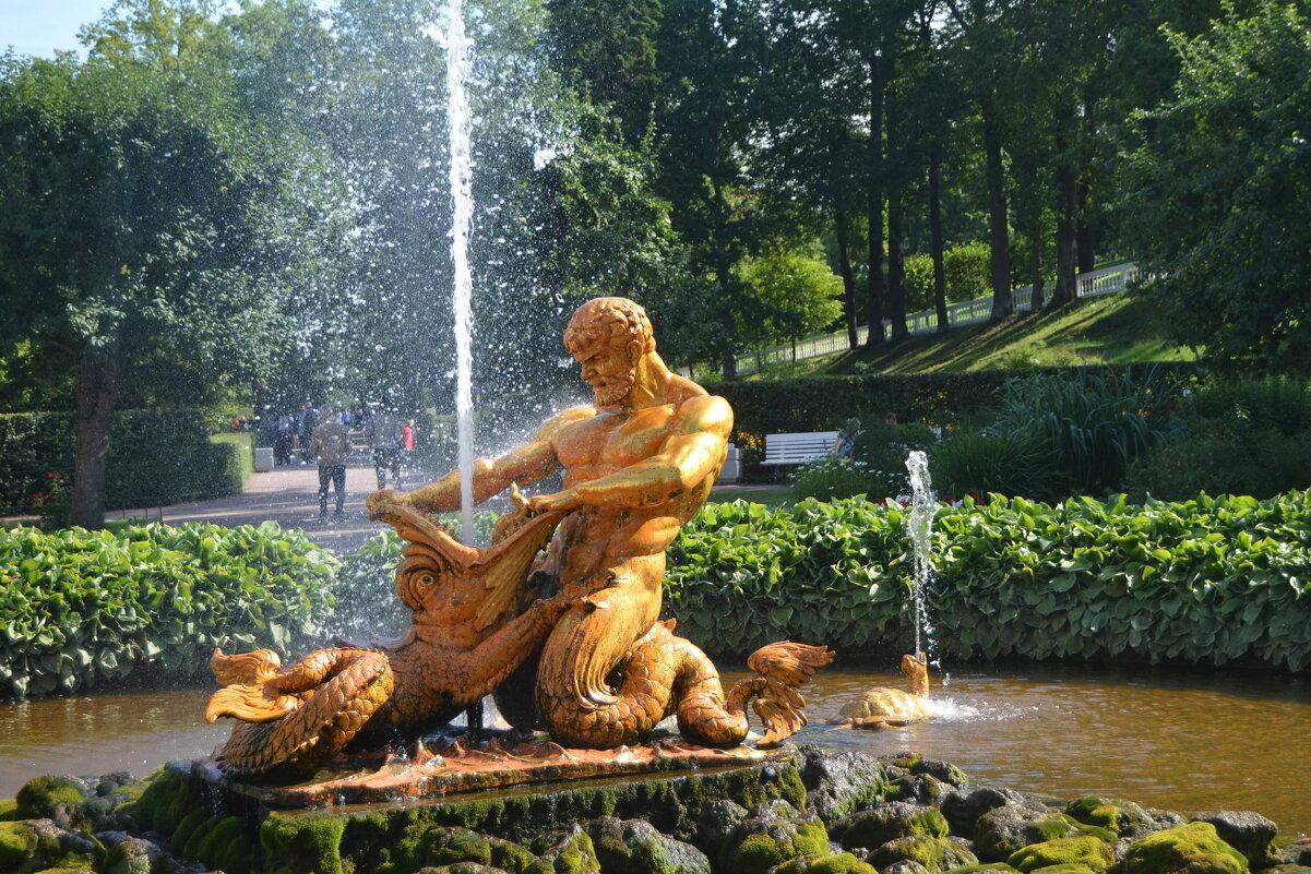 В парке Петергофа - Yulia Raspopova